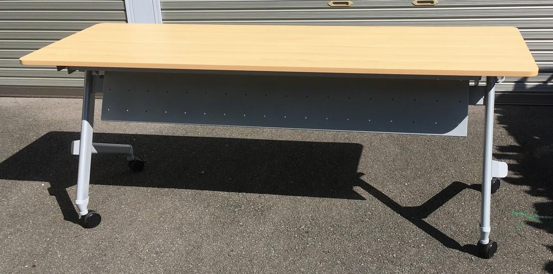中古 会議用平行スタックテーブル(幕板付き)W1800,D600,H720ミリ(キャスター付 折りたたみテーブル)【中古】