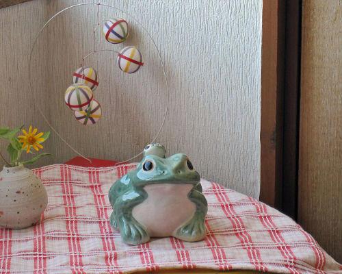 至上 陶器 かわいい 青色 カエルの置物 大きい SEAL限定商品 おしゃれ 玄関や庭に 信楽焼の蛙 かえる グッズ 信楽焼 青 カエル 蛙 MA123-26G 玄関 やきもの 4号 雑貨 焼き物 置物 ギフト 信楽焼き 巨大 庭