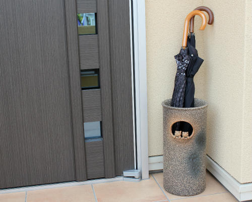 信楽焼 陶器 猫 傘立て 親子 ねこ付き窓 傘たて ネコ スリム 北欧 おしゃれ アンティーク かわいい ギフト 業務用 傘立 信楽焼き 焼き物 やきもの