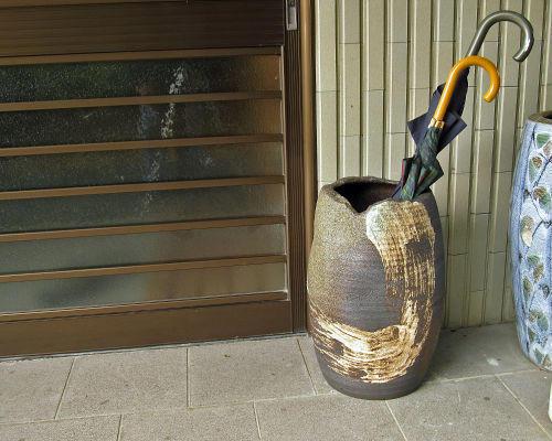 信楽焼 陶器 傘立て 黒 窯肌 刷毛目 傘たて スリム 北欧 北欧 北欧 おしゃれ アンティーク かわいい ギフト 業務用 傘立 信楽焼き 焼き物 やきもの(MR9151-02G) 542