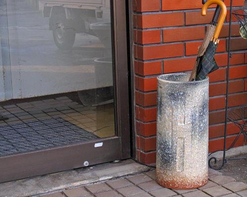 信楽焼 陶器 傘立て 窯変 面取り 傘たて スリム 北欧 おしゃれ アンティーク かわいい ギフト 業務用 傘立 信楽焼き 焼き物 やきもの(MR9144-12G)