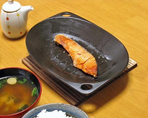 電子レンジ用 グリルプレート 魚焼き 焼き肉 調理が簡単なホットプレートです 1人用のグリル鍋 万古焼 電子レンジ 格安 用 陶器 日本製 直送商品 国産 グリル鍋 ホットプレート 01-01 焼き物 1人用 ギフト 萬古焼 やきもの
