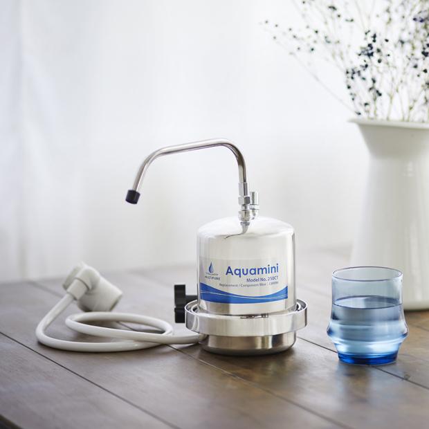 マルチピュア史上もっともコンパクトな浄水器 98項目の不純物を除去 人気ブランド マルチピュア Aquamini カウンタートップ 特価品コーナー☆ 浄水器 ステンレス 250CT