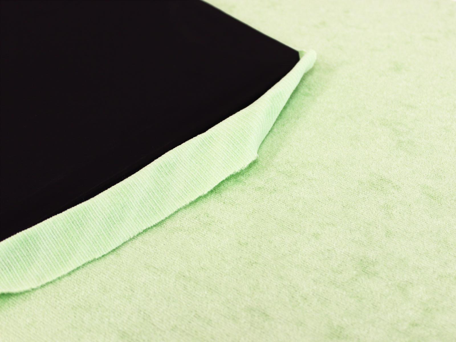 ネオプレーン生地片面起毛ジャージ素材(裏面)、片面メッシュラバー(表)2mm厚120cm×110cm