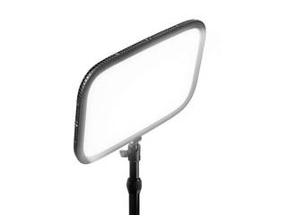 動画製作用高品質スポットライト。動画品質をプロフェッショナルのレベルにまで高めたいストリーマーの方に最適 CORSAIR コルセア デスク用スポットライト エルガト Key Light (日本語パッケージ) 10GAK5400-JP
