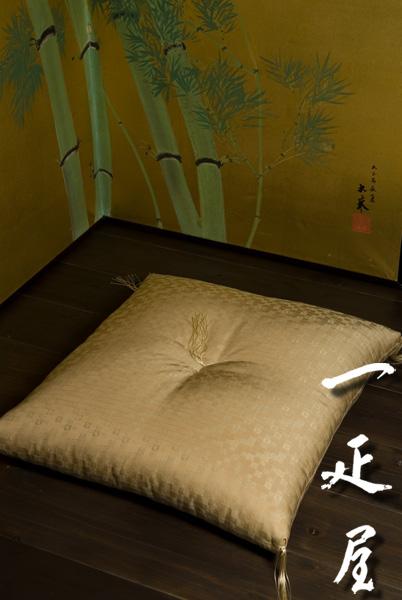 緞子 ( 市松 宝づくし ・ 灰茶 )座布団 55×59cm ※銘仙判