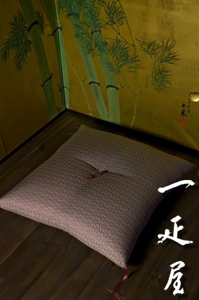 緞子 ( 鼠紫 ・ 捩り (ねじり) 花つくし ) 座布団 65×69cm ※夫婦判