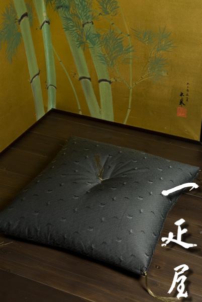 緞子(紗綾型二双蝶・黒)座布団 65×69cm ※夫婦判