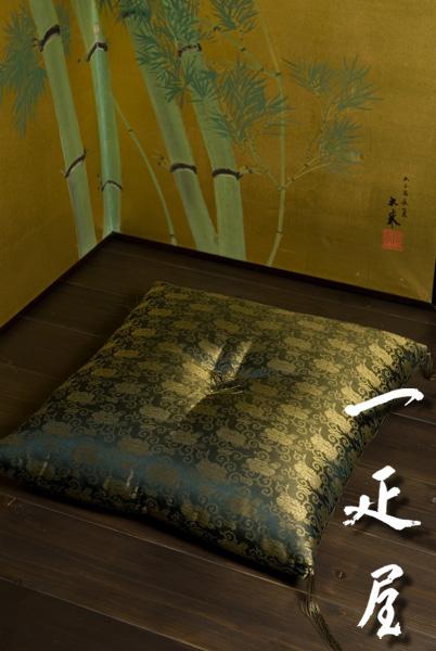 正絹 緞子 ( 牡丹唐草 ・ 黒金 ) 座布団 65×69cm ※夫婦判