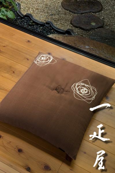 土布 ( ぐるぐる ・ 茶 ) 座布団 65×69cm ※ 夫婦判