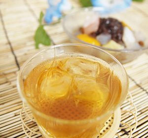 NHK gatten in the hoji buzz! Long-established tea water out roasted 5 g × 15 is easy to make either hot broth or water out! With a zipper and convenient! Is the Japan of caffeine below average low caffeine teas. Delicious tea is easy and convenient store.
