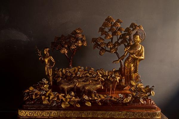 羊を抱く仏陀 銅造鍍金彫金仕上げ