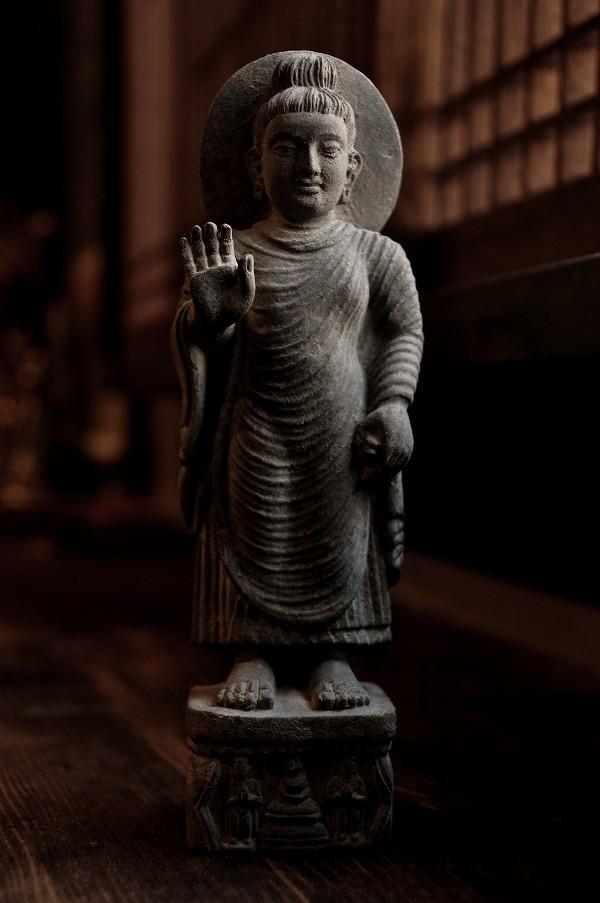 石仏 仏陀立像