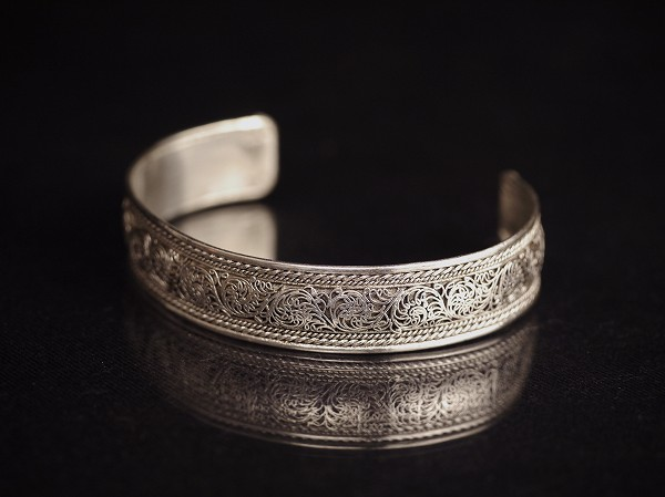 唐草紋様 銀製腕輪