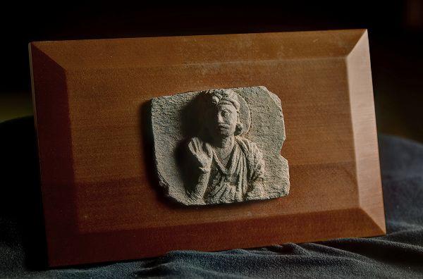 【日本限定モデル】 菩薩上半身 2-4世紀石像ガンダーラ仏 菩薩上半身 2-4世紀石像, イシカワシ:f6ad2db3 --- dpedrov.com.pt