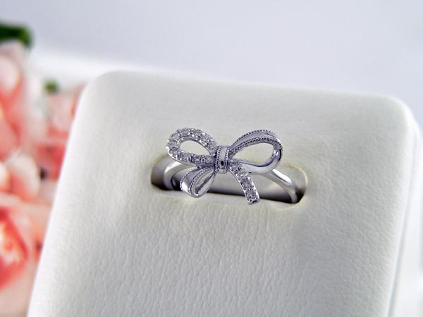 【送料無料】 K18WGダイヤモンドヤリング リボンモチーフ 90001002783