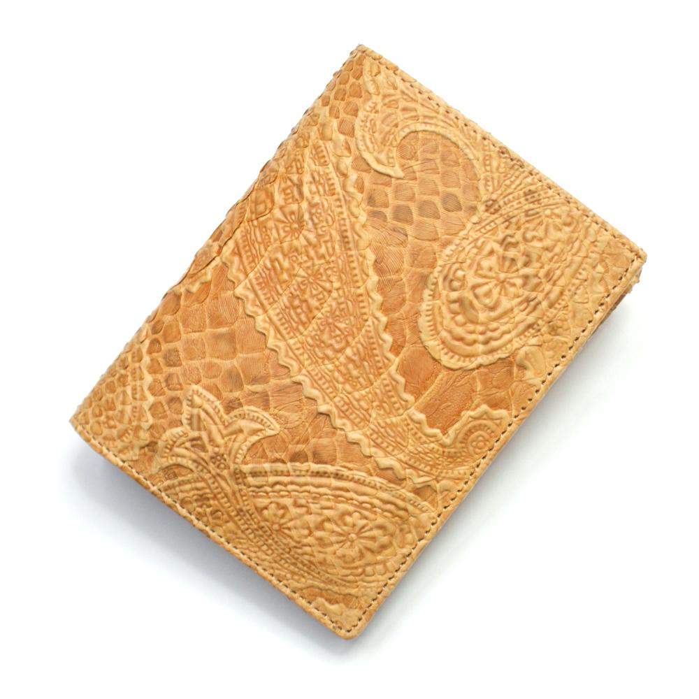 財布 本革 二つ折り財布 レディース メンズ 折り財布 横向き 小銭入れあり カード収納 蛇革 パイソン革 牛革 革財布 サイフ さいふ 札入れ 本革財布 日本製 ペイズリー柄型押し仕上げ オレンジ