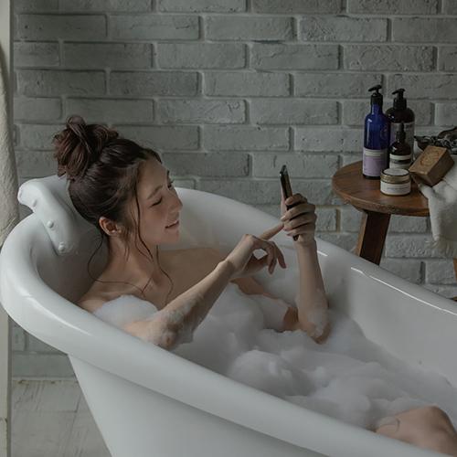 人間工学に基づくお風呂の枕ハンモックのような弾力に柔らかく頭が包まれる幸せバスタイム枕 お風呂 リラックス 風呂 吸盤 バスピロー 抗菌 ゆらゆらナチュラル 日本製 枕 割引も実施中 防カビ 送料無料 安値 YURAYURA