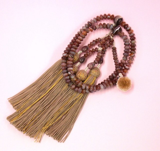 [お念珠] ボツワナメノウ サイズ 八寸(平玉) 房色/ベージュ・金糸