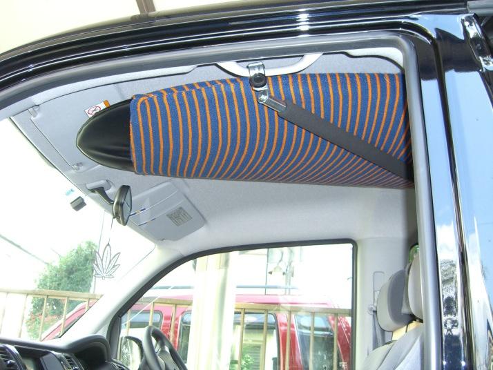 固定金具式斜め掛け(助手席上、2列目右)タイプ(3列目は固定金具式) 車内 キャリア