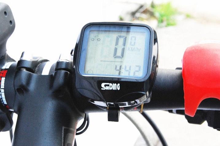 通勤や通学に 流線形が美しいフォルム サイクルヘルメット ロードバイク マウンテンバイク クロスバイク スポーツバイクに最適です スピードメーター DMT-SD548C 防水サイクルコンピュータ 正規認証品!新規格 多機能ワイヤレス自転車用 サイクルメーター 大人気 メール便発送 代引不可