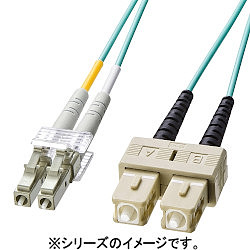 【P5S】サンワサプライ OM3光ファイバケーブル LCコネクタ-SCコネクタ 5m HKB-OM3LCSC-05L(HKB-OM3LCSC-05L) メーカー在庫品