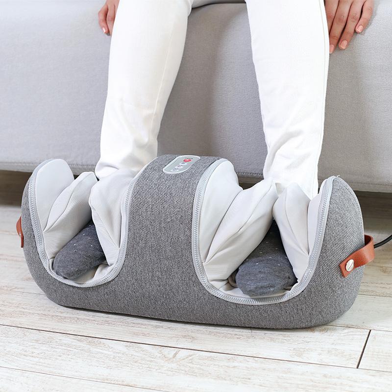 膝もふくらはぎも足裏も 幅広く使えるフットマッサージャー MOMiLUX モミラックス 両ひざマッサージャー グレー マッサージ 膝 ふくらはぎ おしゃれ マッサージ機 足裏 マッサージ器 フットマッサージ フットマッサージャー