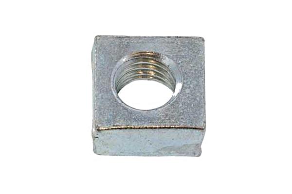 鉄/ユニクロ 四角ナットM3 (一辺:5.5mm / 厚さ:2.4mm) 【 小箱 : 1箱/8000個入り 】