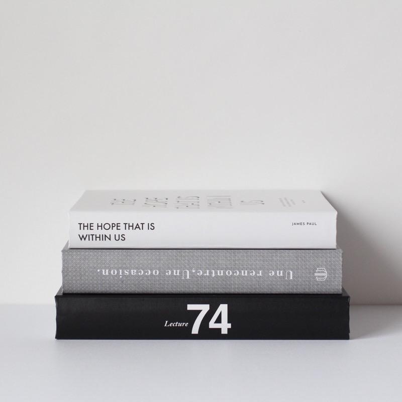 本物感がすごい モノトーンダミーブック 洋書風 激安 デコレーション ダミーブック セットB ホワイトS グレーM ブラックL 3個セット 永遠の定番モデル 本 黒 インスタ映え モノトーン 撮影小物 イミテーションブック 洋書 グレー 白