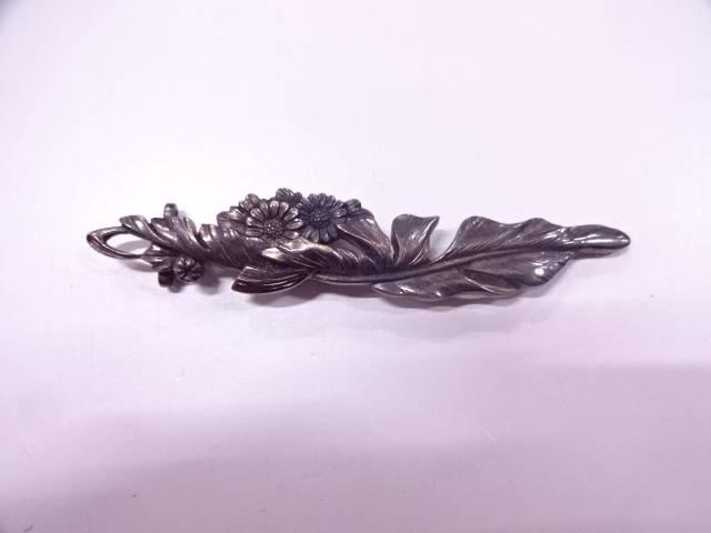 彫金花帯留め(8.8グラム)【アンティーク】【中古】(リメイク・材料用)
