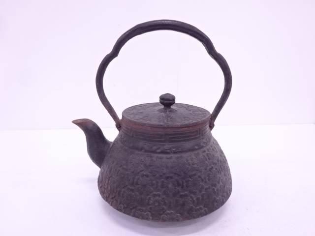 岩鋳製 南部鉄器桜地紋鉄瓶
