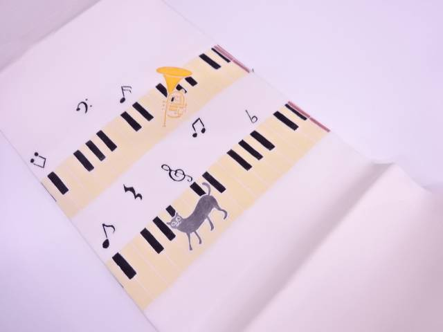 作家物 手描き鍵盤に猫・ラッパ模様開き名古屋帯(額縁仕立て)【リサイクル】【中古】