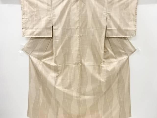 【合計1万円以上の購入で送料無料】  立涌模様織り出し本場白大島紬着物(9マルキ)【リサイクル】【中古】