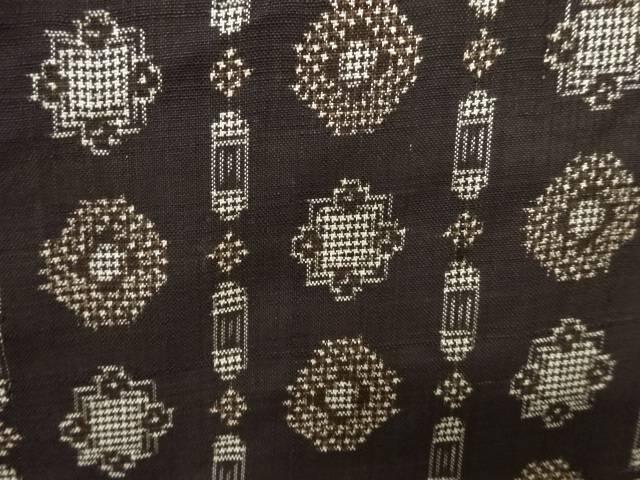 縞に華紋模様織り出し本場泥大島紬着物(5マルキ)【アンティーク】【中古】