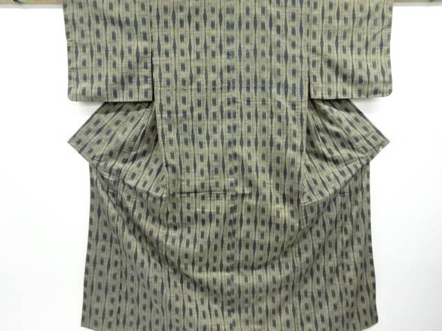 合計3980円以上の購入で送料無料 絣柄織り出し手織り真綿紬着物 日本産 リサイクル 人気の製品 中古