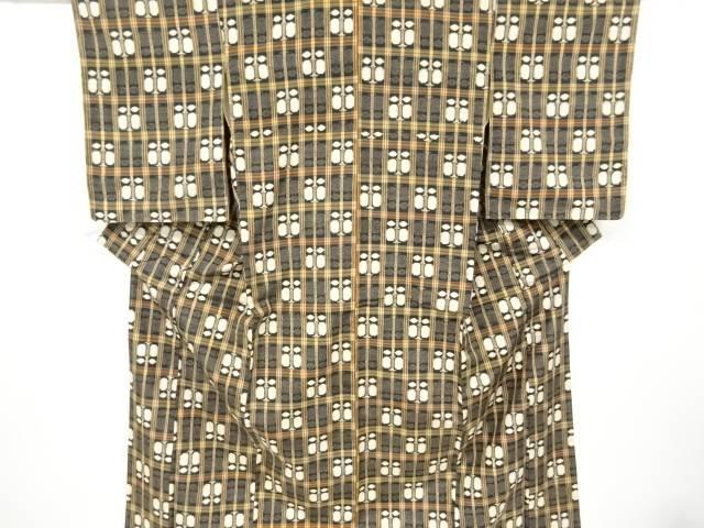 安売り 合計3980円以上の購入で送料無料 贈答 格子に遠州椿模様織出十日町紬着物 リサイクル 中古