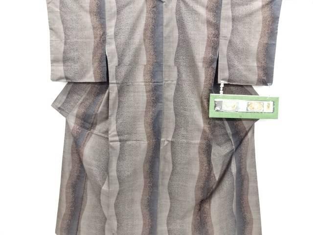 リサイクル よろけ縞模様織り出し本場泥大島紬着物(5マルキ)【送料無料】