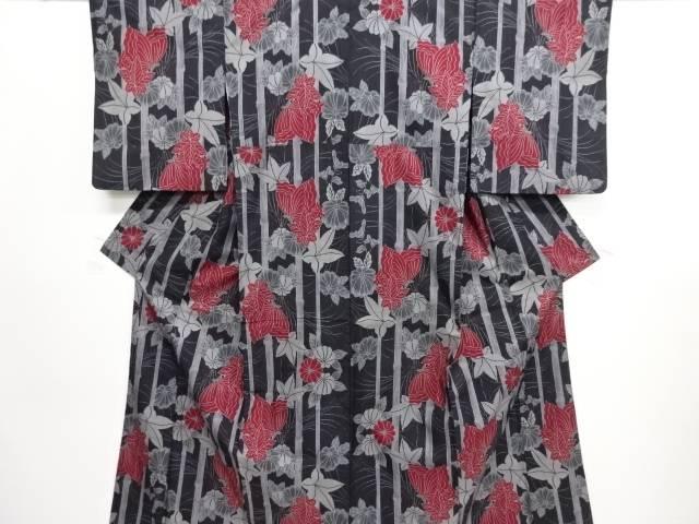 リサイクル 縞に蝶・紅葉模様織り出し本場泥大島紬着物(5マルキ)【送料無料】