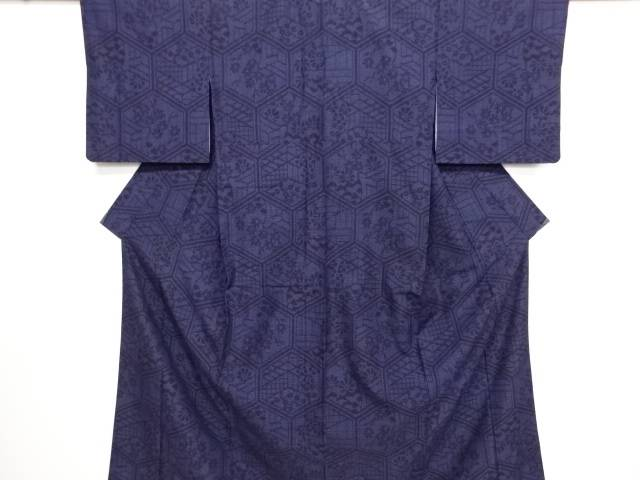 リサイクル 亀甲に菊・楓・御所車模様織り出し本真綿結城紬着物【送料無料】