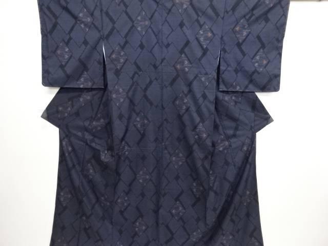 未使用品 仕立て上がり 菱に楓模様織り出し本場泥大島紬着物(5マルキ)【送料無料】