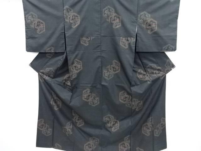 リサイクル 亀甲に花鳥模様織り出し本場泥大島紬着物(7マルキ)【送料無料】