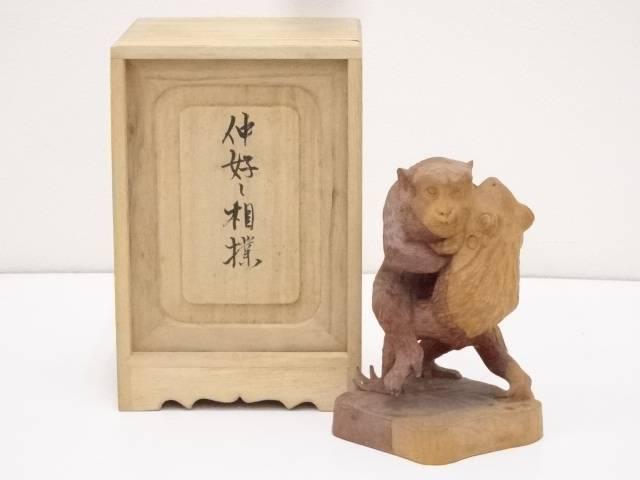 【茶道具】木彫特集 東勝廣造 木彫「仲好し相撲」置物(共箱)【送料無料】