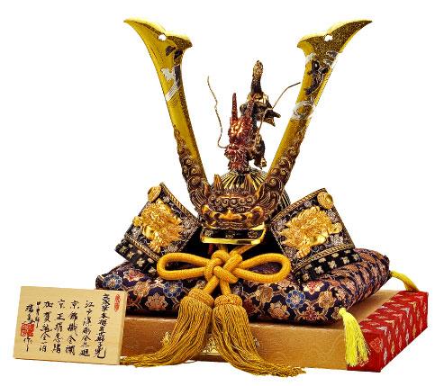 本手彫 豪華 昇鯉竜獅子兜 金襴しき台付き