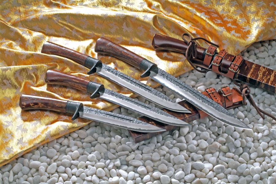 【関兼常】 関伝古式 和鉄精錬狩猟匠桜巻 両刃 210mm CW-2
