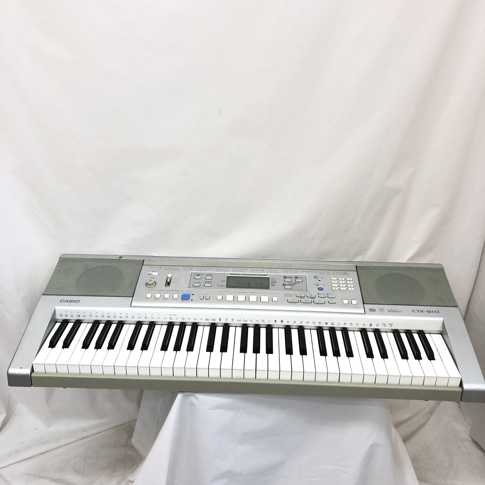 CASIO カシオ 電子キーボード CTK-810 61鍵盤 毎日激安特売で 営業中です ベーシックタイプ 中古 卸直営 鍵盤楽器 シルバー アダプター付き 電子ピアノ T東大阪店