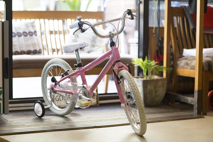 【完全組立】子供用自転車 18インチ 2020 arcoba V-B アルコバ 子供用自転車 幼児車 TEKTROブレーキ・ホワイトパーツ ハイクオリティーモデル 子ども用自転車 【一部地域送料無料】 補助輪付 可愛い キッズ 注目 Arcoba ブイビー ★元