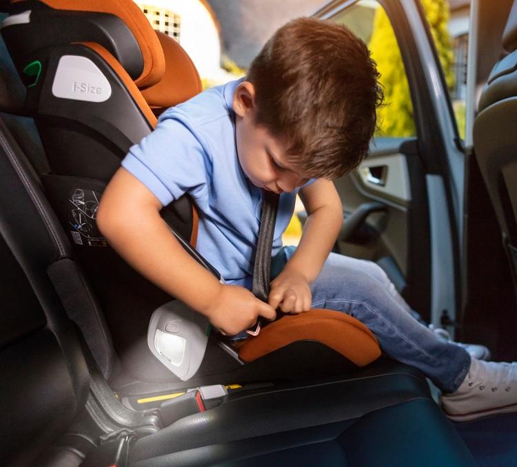 コア i-size アイサイズ プロ 4歳から12歳 マキシコシ R129 可愛い 子供 Pro MaxiCosi Kore 自動点灯ライト付 チャイルドシート 児童用