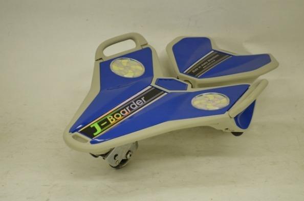 送料無料 JD Razor J-Boarder JK-100 3輪 スケートボード 正面 横向き 座り走行可能 子ども用 子供用 キッズ用 大人用 自動前輪ブレーキ スケボー JBOARD Jボード ジェイボード JDRAZOR ジェイディレーザー