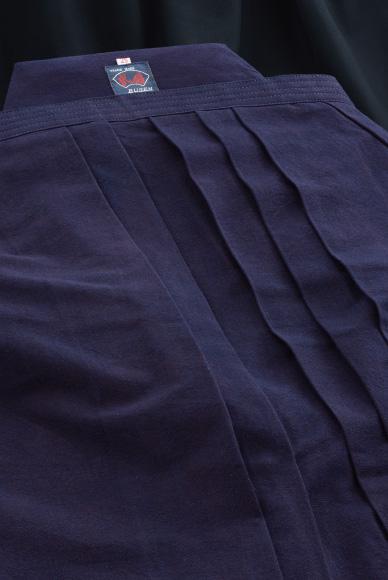 剣道袴 武扇 7000番W 正藍染高級袴 ウォッシュ加工 中ヒダ縫製仕立(28~29号) 【刺繍無料(3文字まで)】