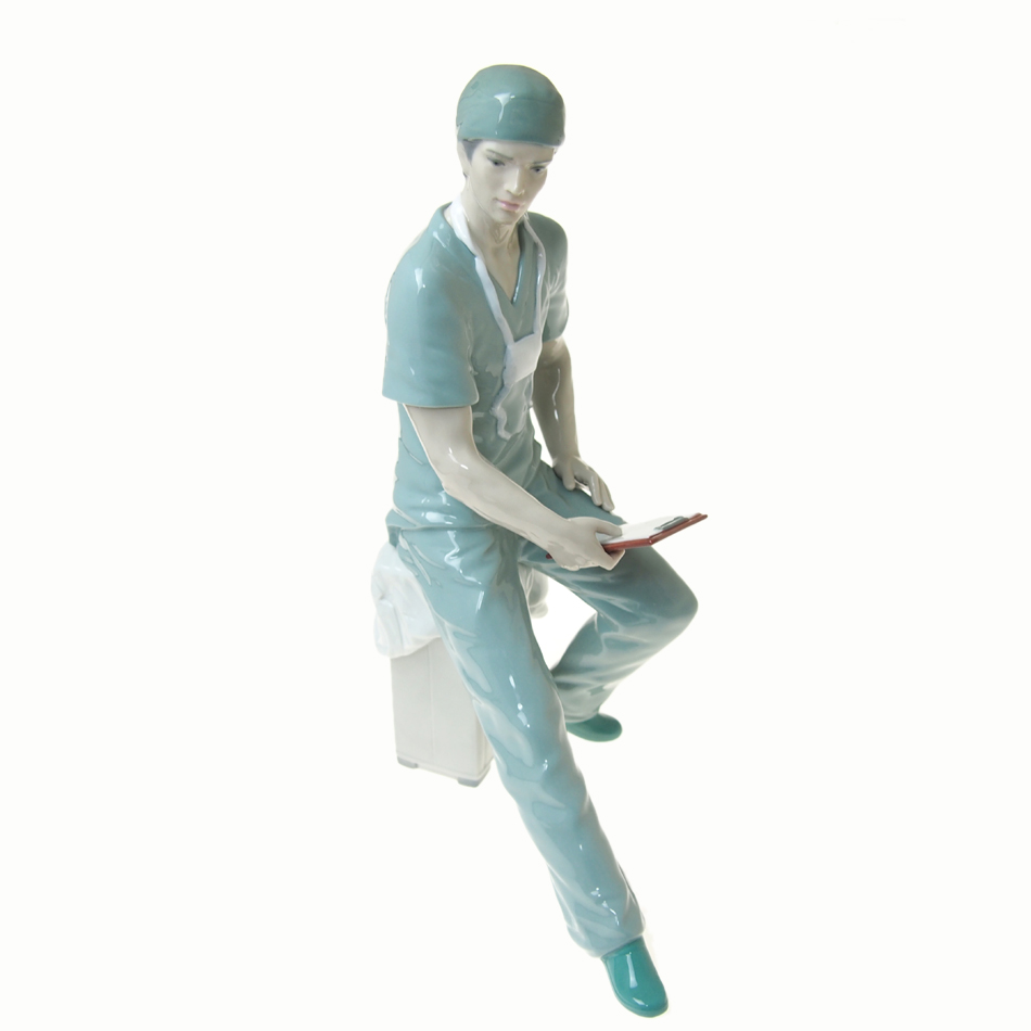 リヤドロ (LLADRO) 人形 外科医 01008657